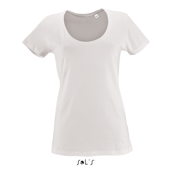 T-krekls ar dziļu izgriezumu