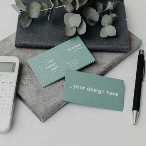 Dizaina papīra vizītkartes